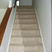 staircase to upstairs (2)
